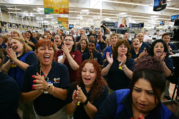 "White Collar Worker「Wal-Mart Opens First 24-Hour ""SuperCenter"" In LA County」:写真・画像(14)[壁紙.com]"