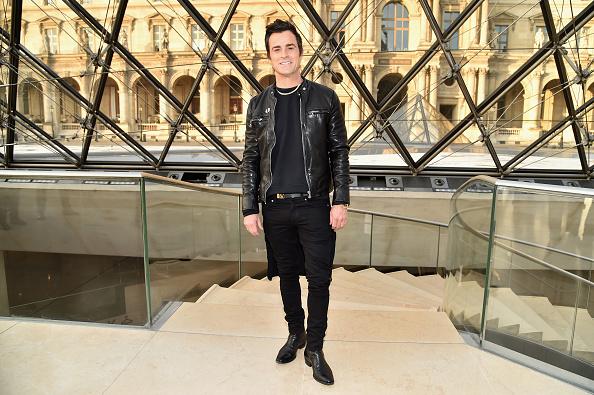 カメラ目線「Louis Vuitton: Front Row  - Paris Fashion Week Womenswear Fall/Winter 2017/2018」:写真・画像(11)[壁紙.com]