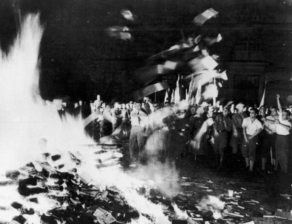 Burning「Book Burning」:写真・画像(8)[壁紙.com]