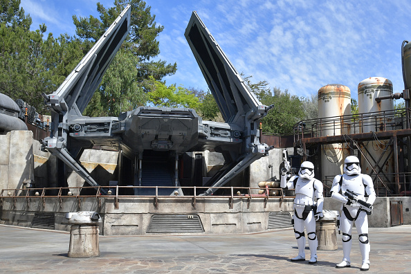 At The Edge Of「Star Wars: Galaxy's Edge Media Preview At The Disneyland Resort」:写真・画像(1)[壁紙.com]
