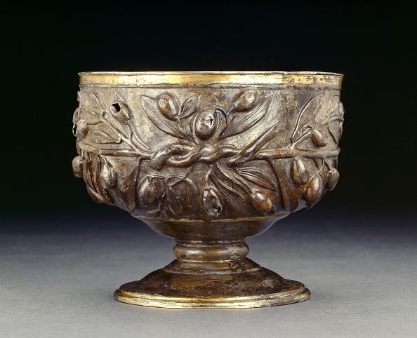 Soldered「Gilded Silver Goblet Decorated With Sprays Of Olive」:写真・画像(14)[壁紙.com]