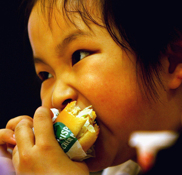 Fast Food「Children Mark International Children's Day In Beijing」:写真・画像(10)[壁紙.com]