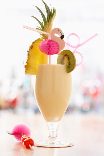 Kiwi「Cocktail on bar」:スマホ壁紙(1)