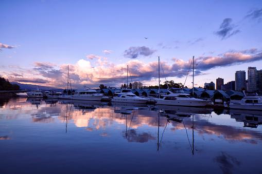 船・ヨット「夕暮れ時、カナダ バンクーバー マリーナ」:スマホ壁紙(14)