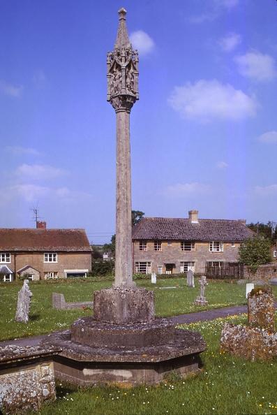 Clipping Path「War Memorial In The Churchyard At Tintinhull」:写真・画像(1)[壁紙.com]
