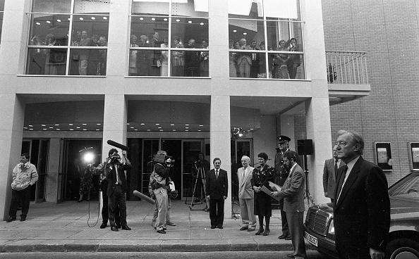1990-1999「An Taoiseach Charles Haughey at the Abbey Theatre 1990」:写真・画像(3)[壁紙.com]