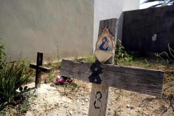 Grave「Italian Border Patrols Pick Up Boatloads Of Illegal Immigrants」:写真・画像(2)[壁紙.com]