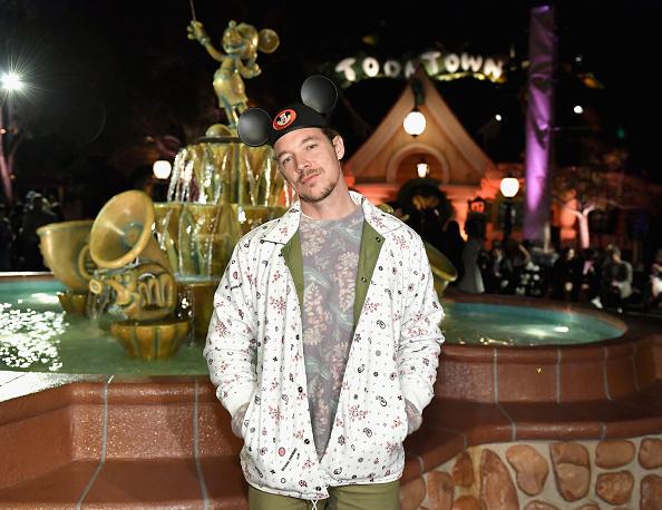 ファッションショー「Disney kicks off 'Mickey the True Original' campaign in celebration of Mickey's 90th anniversary with a fashion show at Disneyland featuring a Mickey-inspired collection by Opening Ceremony」:写真・画像(9)[壁紙.com]