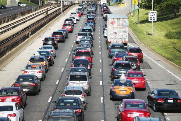 Car「U.S. Skies and Roads Busy Ahead Of Memorial Day Weekend」:写真・画像(1)[壁紙.com]