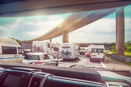 Waiting「Traffic jam in holiday season as seen through campervans window」:スマホ壁紙(12)