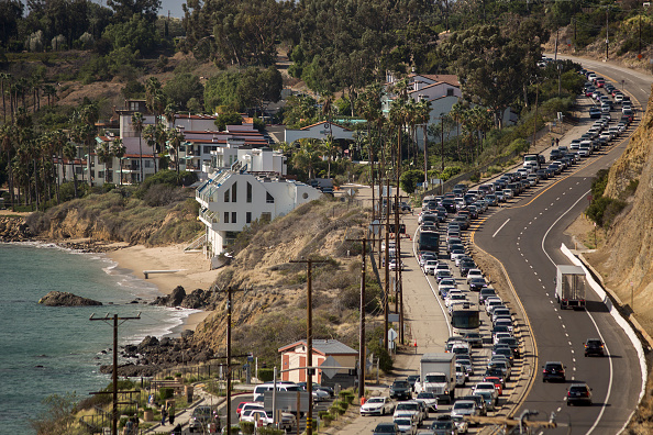 California State Route 1「Fast-Spreading Hill and Woolsey Fires Force Evacuations In California's Ventura County」:写真・画像(7)[壁紙.com]
