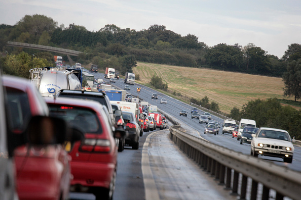 Multiple Lane Highway「Traffic jam on motorway, England, UK」:写真・画像(19)[壁紙.com]