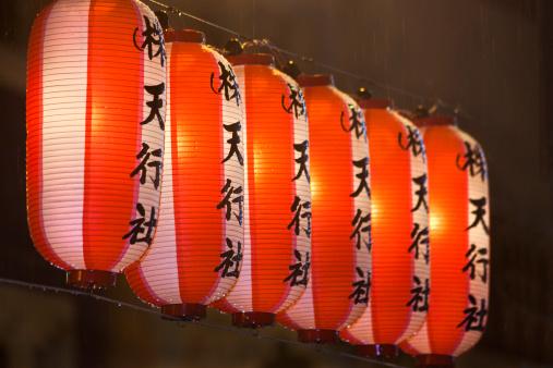 日本の祭り「Paper lanterns at Festival」:スマホ壁紙(3)