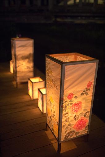 Family Tree「Paper lanterns at summer night festival」:スマホ壁紙(9)