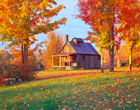 Vermont「A cottage in a country side in Vermont in Autumn」:スマホ壁紙(9)