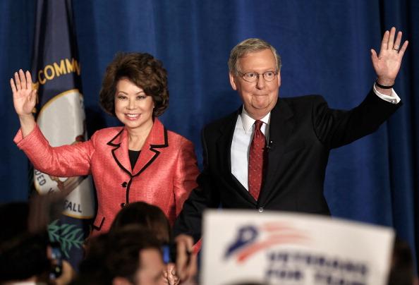 Elaine Chao「Businessman Matt Bevin Challenges Senate Minority Leader McConnell In Primary Election」:写真・画像(9)[壁紙.com]