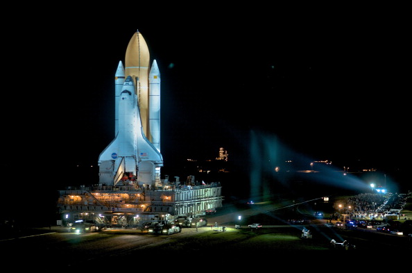 Vehicle Assembly Building「Final Space Shuttle Rolls Out To Launch Pad」:写真・画像(9)[壁紙.com]
