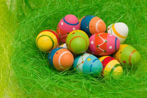 イースター「painted easter eggs in nest」:スマホ壁紙(8)