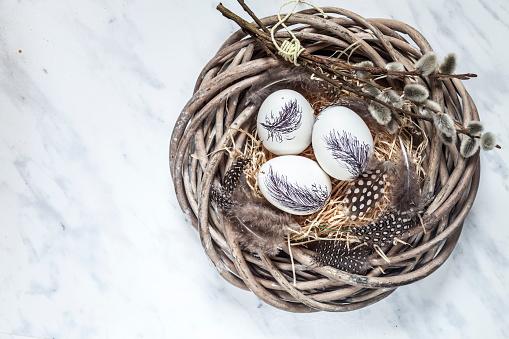 イースター「Painted Easter eggs in nest with straw, feathers and pussy willows」:スマホ壁紙(0)