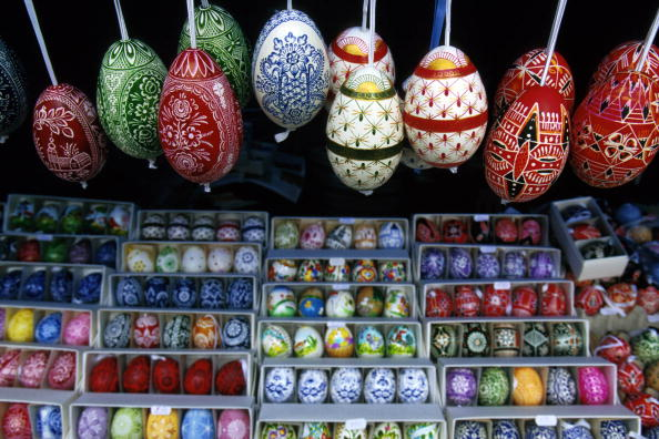 Market Stall「Painted Eastereggs Await Shoppers At An Outdoor Stall In Central Prague Czech Republic March 24 1」:写真・画像(13)[壁紙.com]
