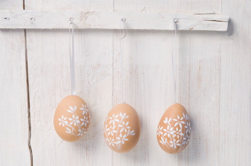 イースター「Painted easter eggs hanging on wall」:スマホ壁紙(12)