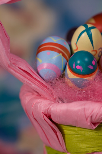 Easter Basket「Painted Easter eggs in basket, close-up」:スマホ壁紙(0)