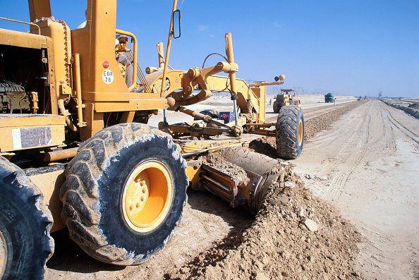Economy「Levelling desert sand material for the road base. Dubai, UAE.」:写真・画像(5)[壁紙.com]