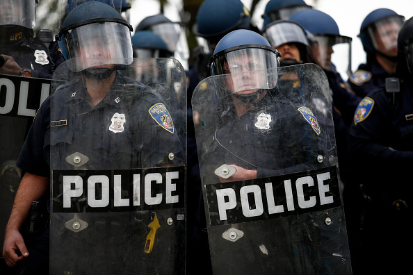 警察「Protests in Baltimore After Funeral Held For Baltimore Man Who Died While In Police Custody」:写真・画像(7)[壁紙.com]