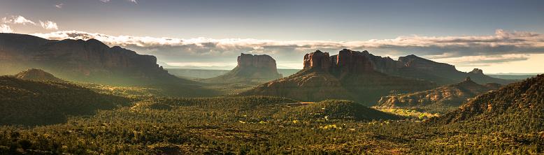 Sedona「Scenic landscape panorama view over Sedona Arizona USA」:スマホ壁紙(4)
