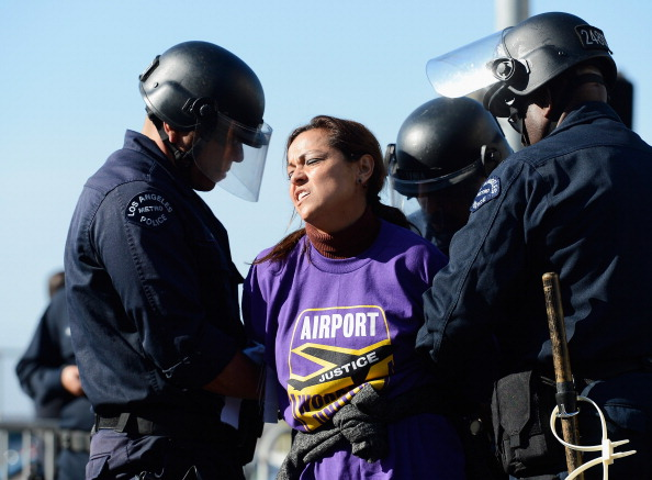 LAX Airport「Service Employees Union Protest Outside LAX On Day Before Thanksgiving」:写真・画像(15)[壁紙.com]