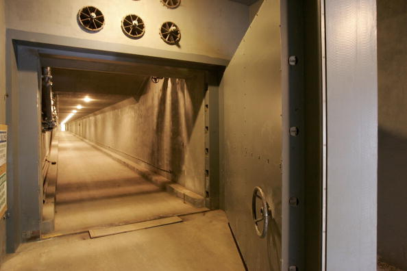 Sand Trap「Cold War Government Bunker Becomes Tourist Attraction」:写真・画像(1)[壁紙.com]