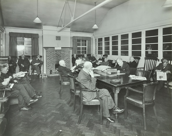 Parquet Floor「Men Sitting In The Library At Cedars Lodge Old People'S Home, Wandsworth, London, 1939」:写真・画像(17)[壁紙.com]