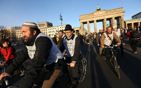 Skull Cap「Unity Bike Ride Brings Jews And Muslims Together」:写真・画像(19)[壁紙.com]