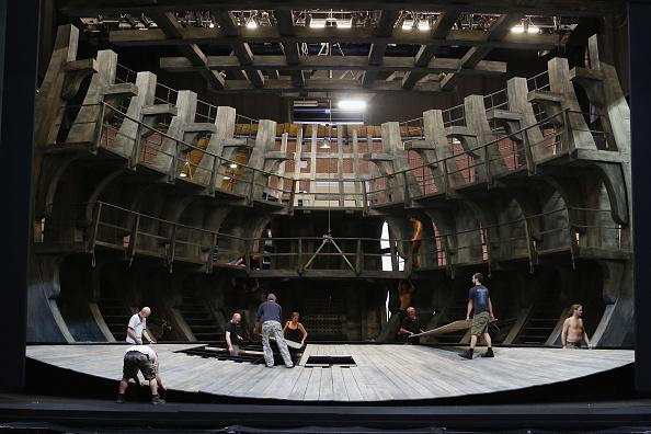 演劇「Behind The Scenes At Glyndebourne Opera As The 2013 Season Ends」:写真・画像(1)[壁紙.com]