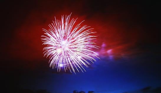 Firework - Explosive Material「Red Fireworks in the Sky」:スマホ壁紙(15)