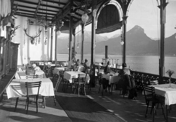 Hubble Space Telescope「Weisses Roessl hotel breakfast patio with view over Wolfgang lake, Photograph, About 1935」:写真・画像(12)[壁紙.com]