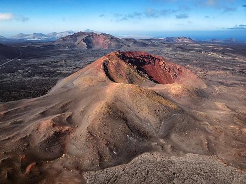 Caldera「Aerial volcanic landscape in Timanfaya National Park, Lanzarote, Canary Islands」:スマホ壁紙(14)