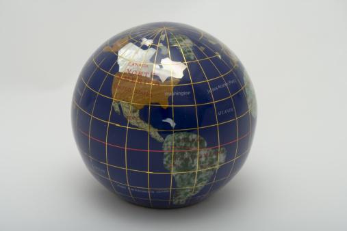 Latitude「Globe showing the Americas, studio shot」:スマホ壁紙(16)