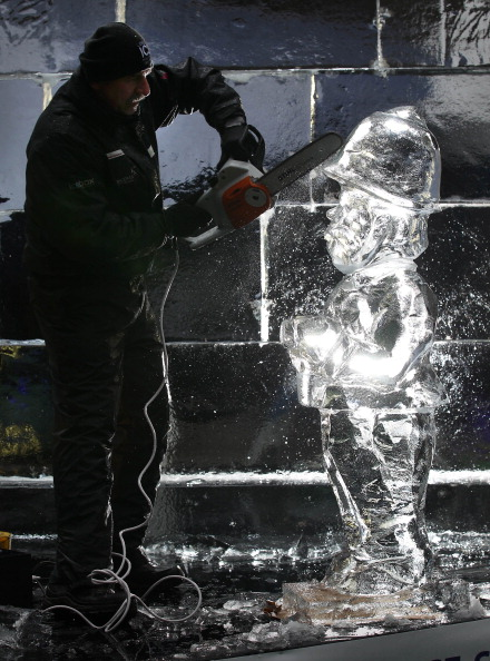 Ice Sculpture「The London Ice Sculpting Festival Returns To Canary Wharf」:写真・画像(18)[壁紙.com]