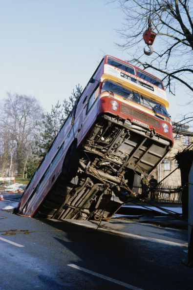 Double-Decker Bus「Bus Sinks Into Chalk Works」:写真・画像(16)[壁紙.com]