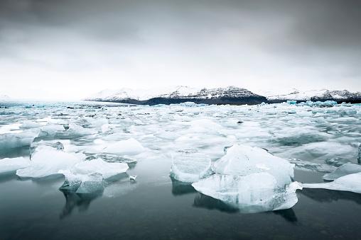 流氷「Iceland, Vatnajoekull National Park, Jokulsarlon, glacier and iceberg」:スマホ壁紙(12)