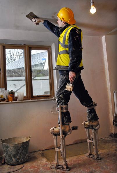 Ceiling「A plasterer on stilts skimming a ceiling on a cottage under renovation, UK」:写真・画像(13)[壁紙.com]