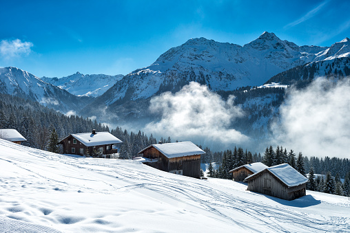 Austria「winter landscape with ski lodge in austrian alps」:スマホ壁紙(12)