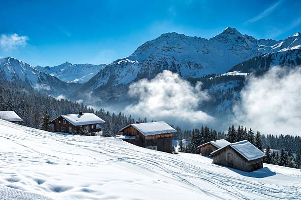 winter landscape with ski lodge in austrian alps:スマホ壁紙(壁紙.com)