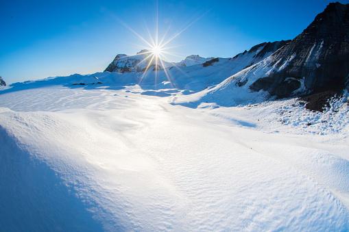 雪の吹きだまり「冬の風景 」:スマホ壁紙(7)
