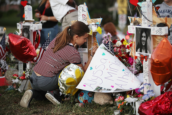 USA「Florida Town Of Parkland In Mourning, After Shooting At Marjory Stoneman Douglas High School Kills 17」:写真・画像(3)[壁紙.com]
