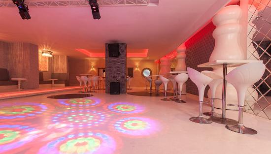 Emitting「Resort hotel night club interior」:スマホ壁紙(2)
