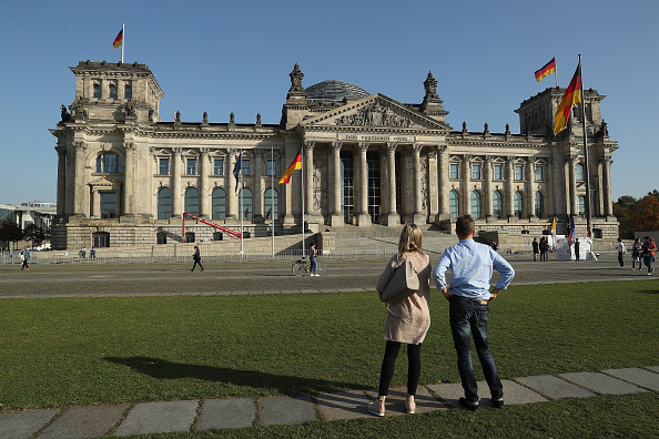 The Reichstag「Bundestag Prepares Seating For New Political Constellation」:写真・画像(14)[壁紙.com]