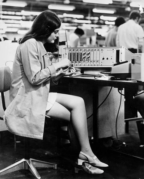 Photoshot「Electronics Worker」:写真・画像(9)[壁紙.com]