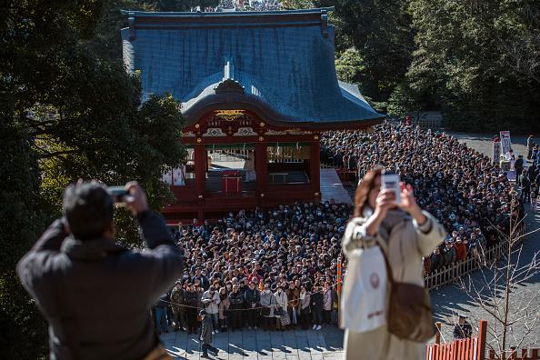 日本の神社「People Celebrate New Year's In Japan」:写真・画像(9)[壁紙.com]
